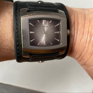 GUESS WATCH BLACK WIDE LEATHER CUFF BAND